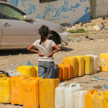 Tearfund Germany offers help in Yemen and helps with clean drinking water
